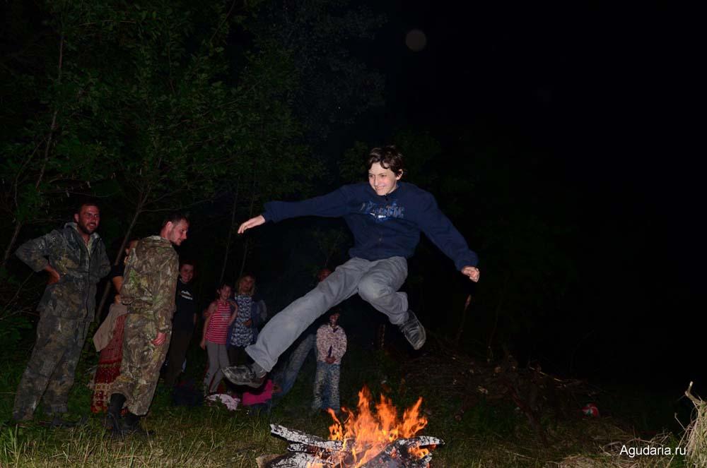 Это сын Андрей в огненном полёте.
