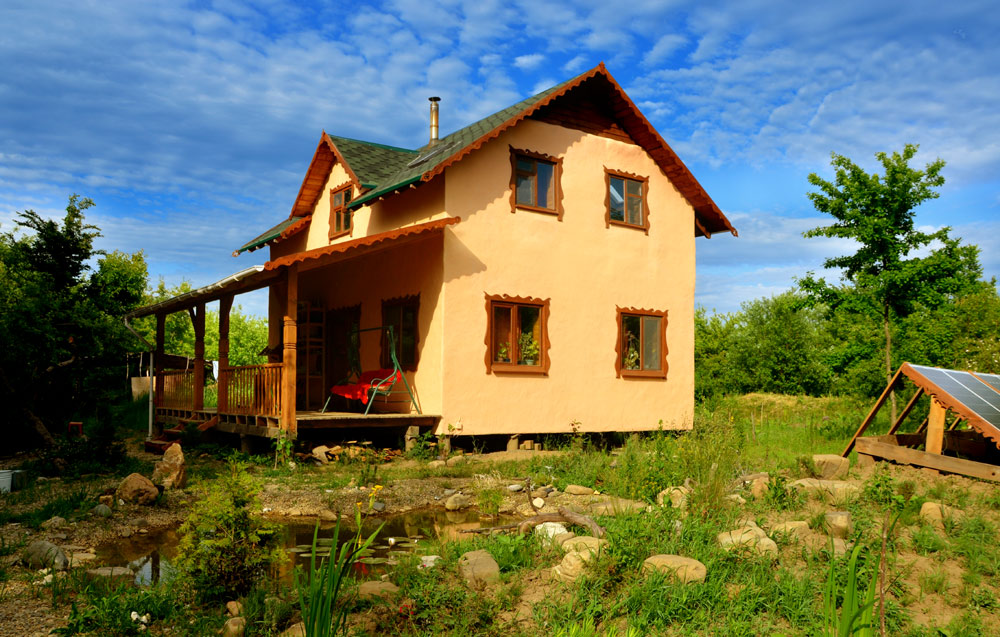 май 2015 - наш дом стал персиковым)) И это еще не итоговый его вид.